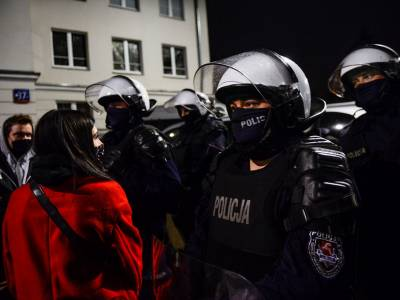 Polish authorities must stop persecuting and intimidating protesters