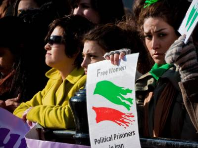 Iranian authorities must put an end to violence against peaceful protesters across the country